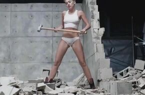 Miley cyrus wrecking ball naked